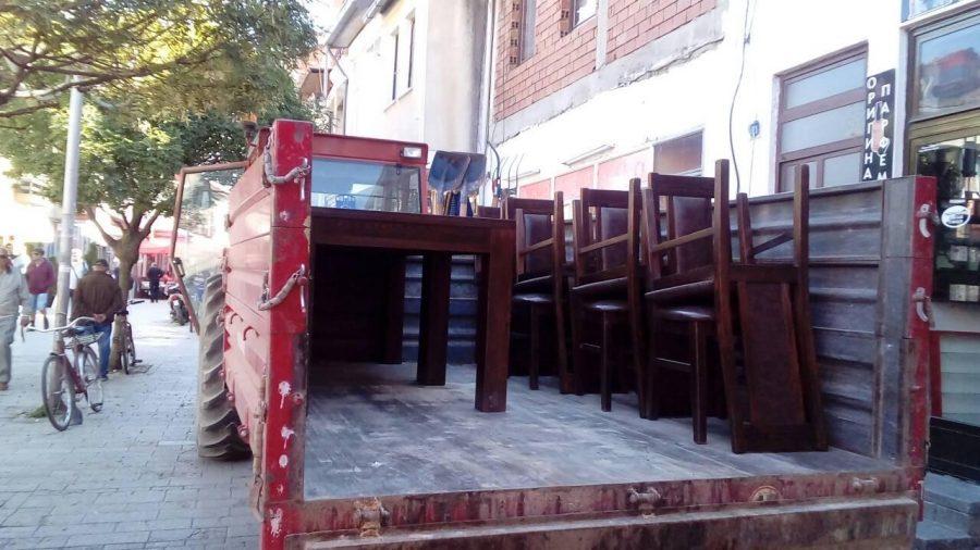 Акција за отстранување на нелегално поставената урбана опрема во охридската чаршија